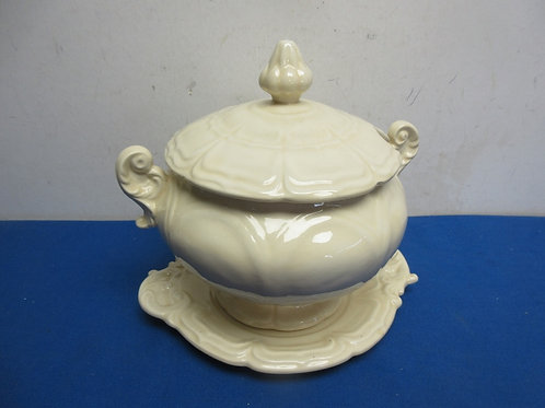 White soup tureen with bottom drip plate