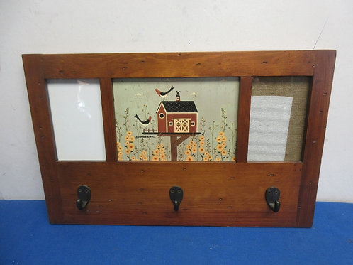 Country wall plaque with 2 picture slots & 3 hooks for keys