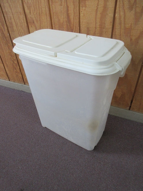 Large dog food conatiner with snap lock lid