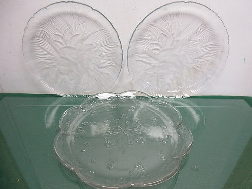"Set of 3 glass platters, 10.5"" diameters"