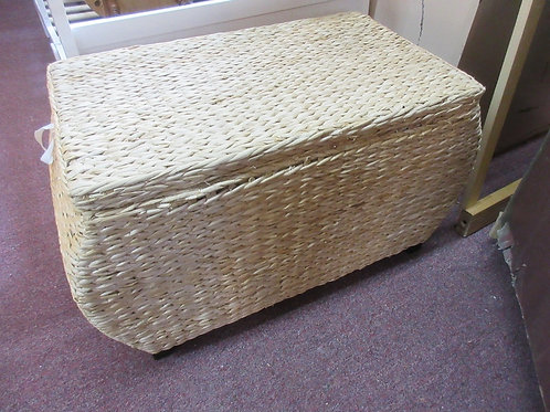 Woven chest with lid & cloth liner
