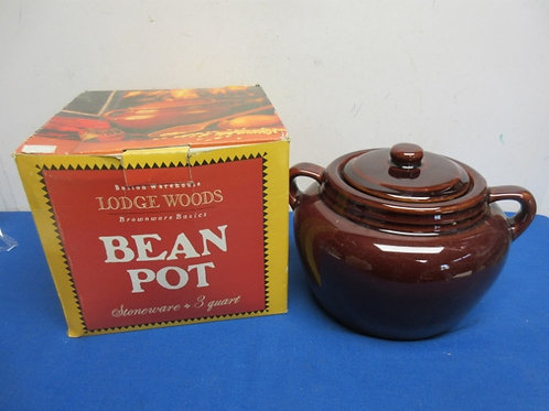 Lodge woods 3 qt. stoneware bean pot