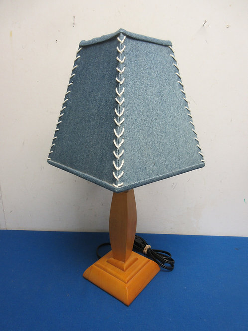 Woodbase small table lamp with laced blue shade