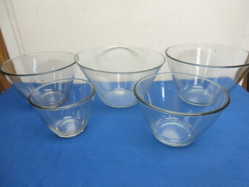 Set of 5 nesting glass bowls
