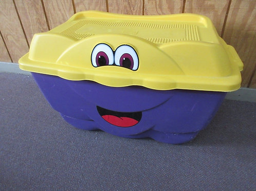 Step 2 Happy tote purple and yellow toy box with face on front
