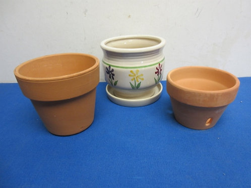 """Pair of small terracotta plant pots & one small ceramic plant pot,all 4"""" tall"""