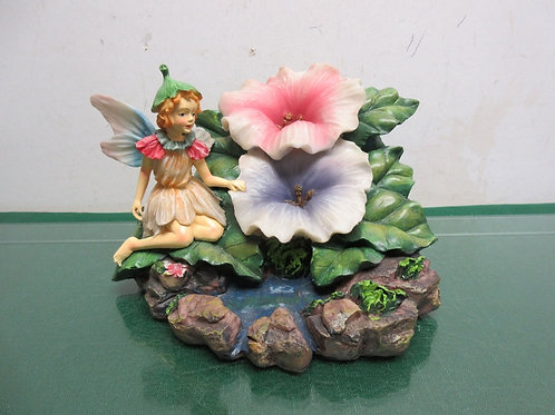 Resin statue of a fairy sitting by 2 flowers, collections etc.