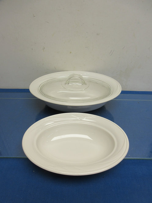 Pair of 2 white Corning casserole dishes with one lid
