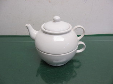 Le Gourmet white ceramic tea for one