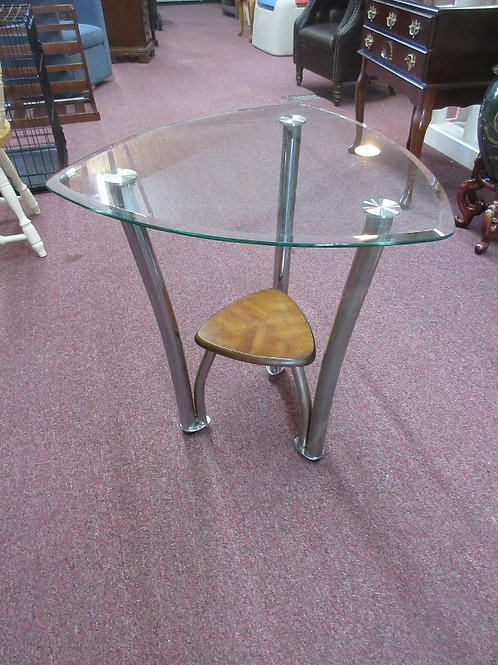 Modern beveled glass top triangle shaped accent table w/metal legs, wood shelf