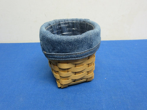 Small logaberger basket with blue cloth and plastic liners