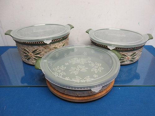 Temptations Old World basketweave set of 3 round bakers with 3 lids& trivet