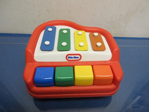 Little Tikes tap-a-tune piano-red