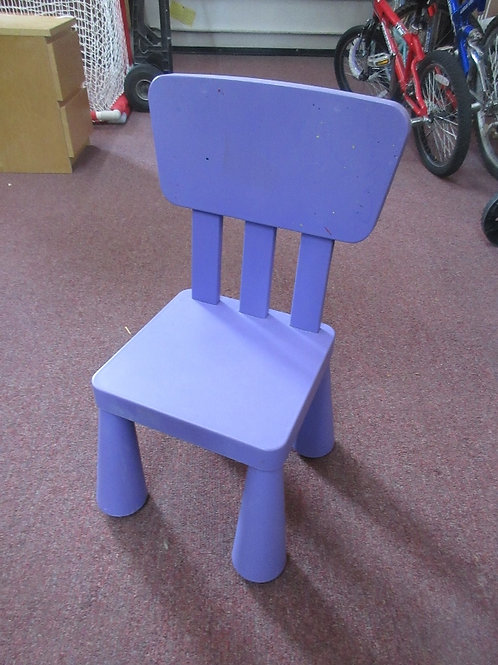Purple heavy plastic childs chair