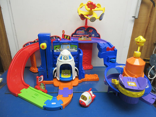 Vtech go go smart wheels space station with shuttle