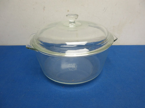 Pyrex 3 quart glass round baking dish with lid