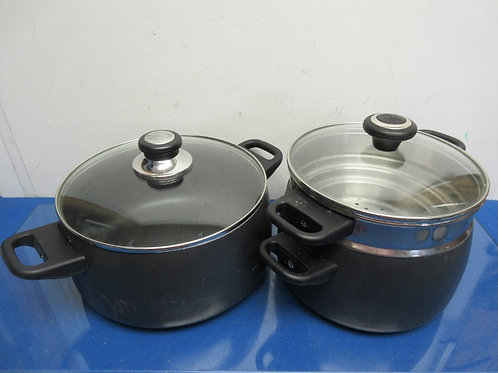 Pampered Chef cookware, large stock pot w/lid and med. Pot with strainer/steamer