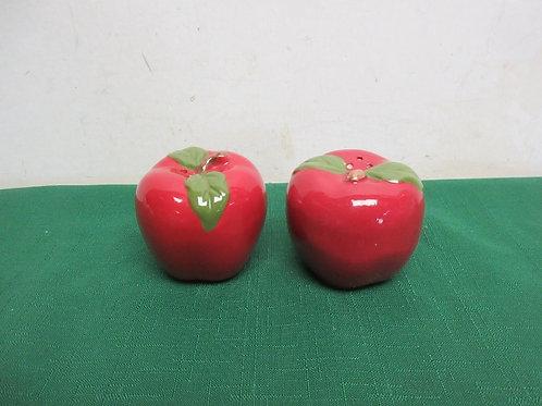 Apple shaped salt & pepper shakers