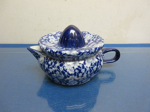Asian blue and white low and wide 2 pc juicer with handle