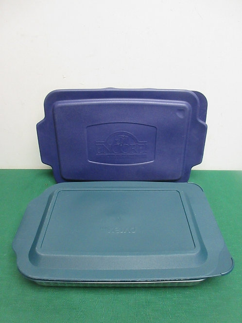 Pair of 9x13 glass baking pans with snap on plastic lids