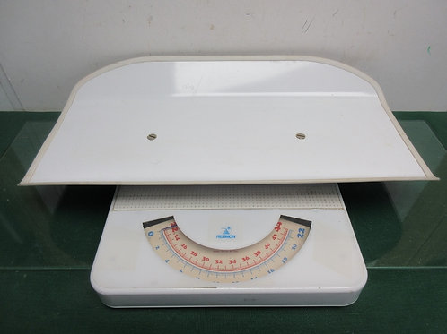 Redmon baby scale-weighs up to 44 lbs
