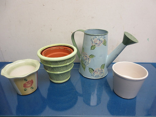 Set of 3 small flower pot planters& a small metal watering can