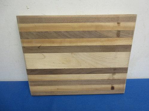 Butcher block multi-tone rectangular cutting board