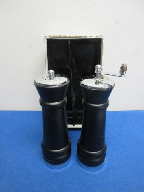 Black salt & pepper mill set, new in pkg