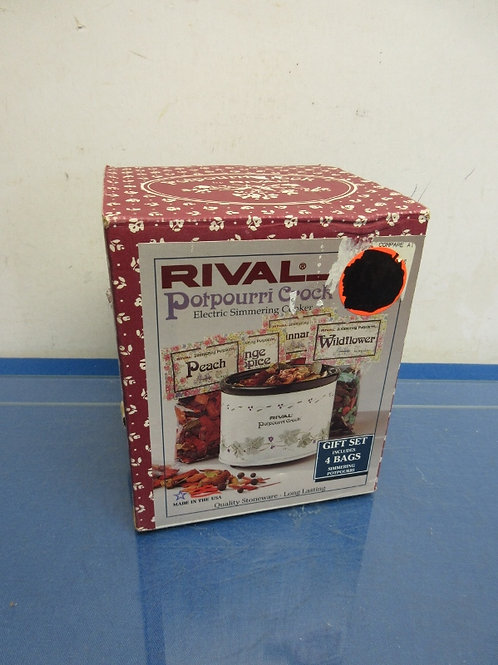 Rival Potpourri crock in box