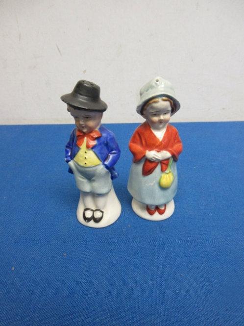 Vintage couple salt & pepper shakers