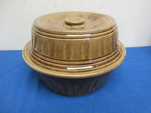 "USA heavy pottery crock with lid, 9"" diameter 3.5"" deep"