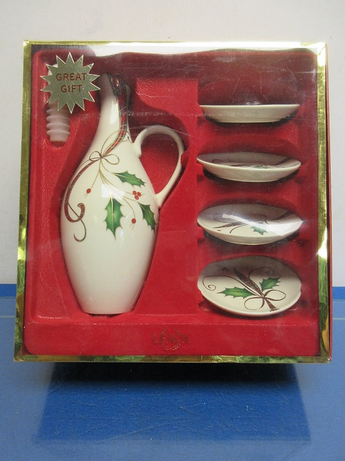 Lenox oil decanter with plates, gift set, New