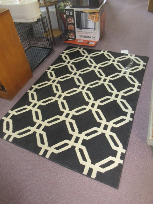 """Black and white area rug, 47x70"""""""