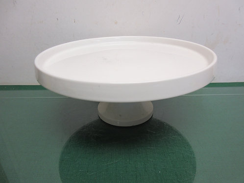 Circa white pedestal cake plate with trim