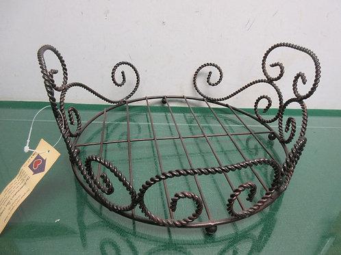 Homemakers idea company handmade twisted metal basket/trivet