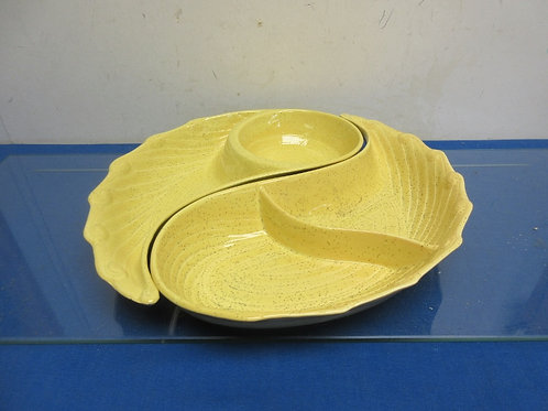 Vintage yellow speckaled 2pc interlocking chip & dip set