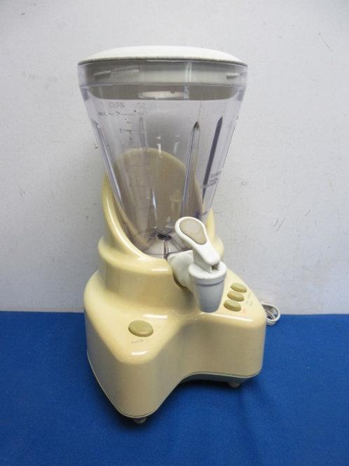 Back to Basics elite blender with dispensing spout