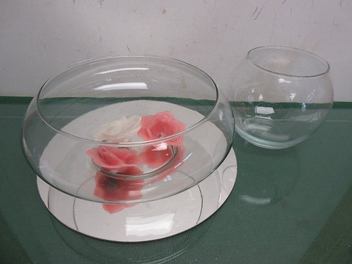 Pair of glass bowls, a mirror base and 3 floating candles