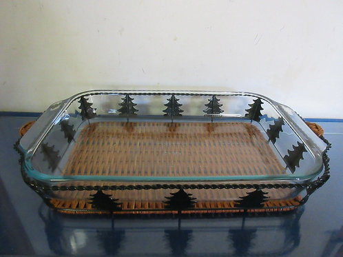 Pyrex 9x13 baking dish with metal & wicker Christmas tree design caddy