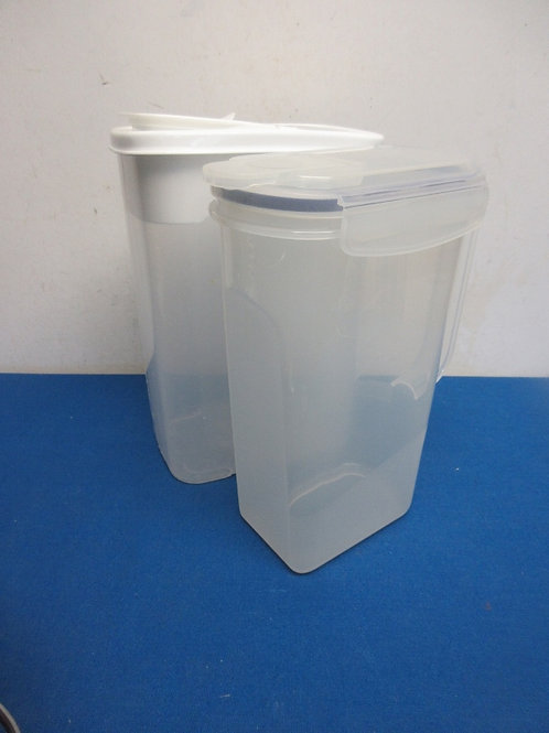 Pair of plastic pitchers with lids