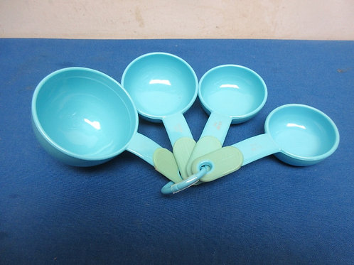 Set of 4 blue kitchen aid measuring cups