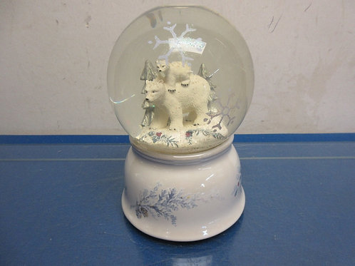 Pfaltzgraff snowvglobe with bears, plays winter wonderland