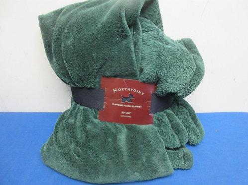"Green plush blanket 50x60"" new"
