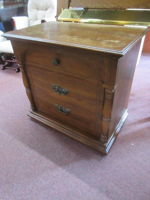Solid oak large 3 drawer nightstand w/columm design