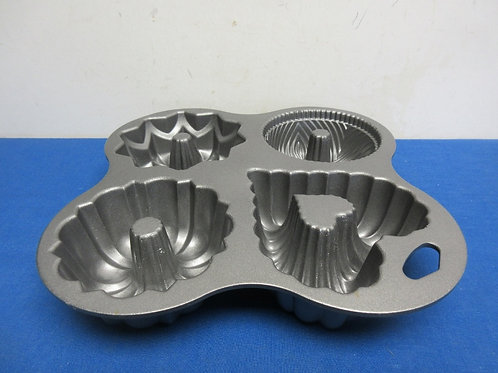 Heavy baking mold of 4 small bundt cakes-4 various designs