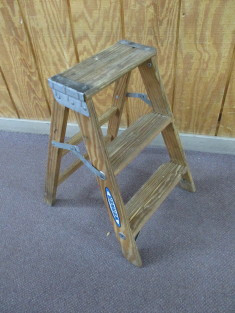 Werner 2 Foot Wooden Step Ladder