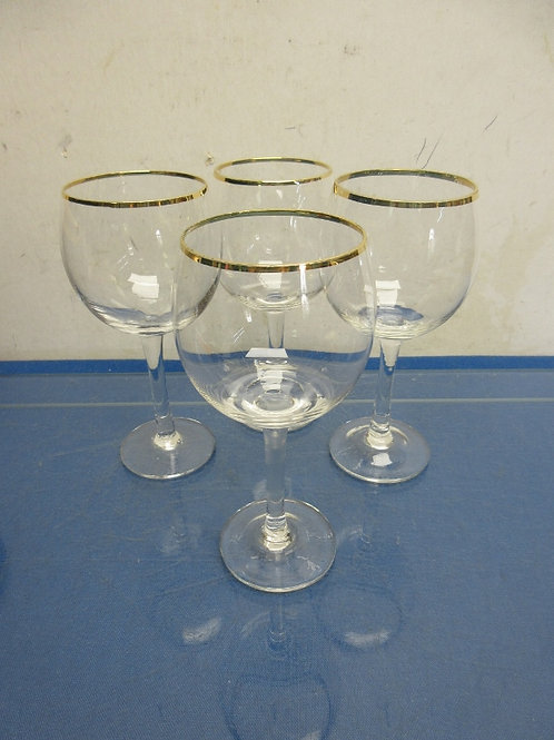 Set of 4 rounded stemmed wine glasses with gold rims