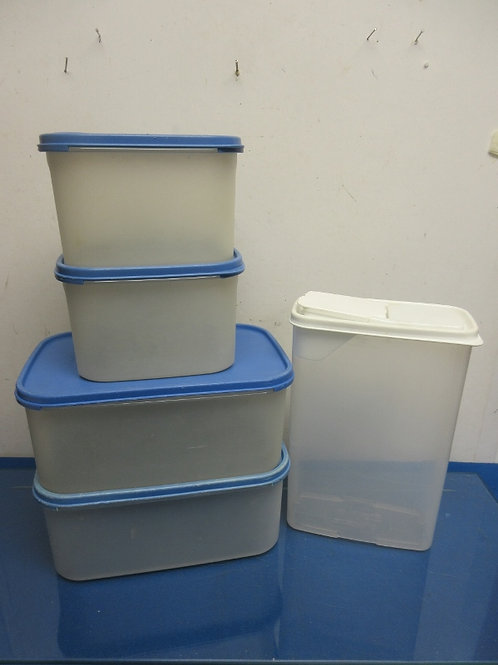 Tupperware 8 pc set and one other plastic cereal container
