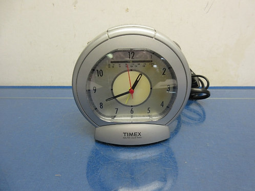 Timex AM/FM clock radio with analog clock face