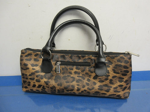 Leopard skin design insuled wine bottle carrier, looks like a purse